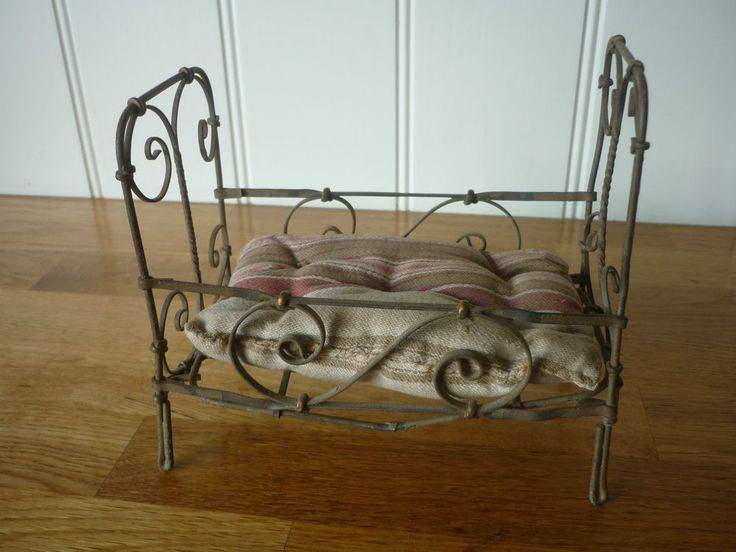 LOVELY VINTAGE/ANTIQUE ORNATE MINIATURE WIRE WORK FOLDING BED WITH OLD MATTRESS