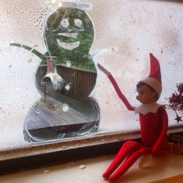 Elf on the shelf - sprayed snow on the window and did snowman art...: Christmas Elf, Shelf Elfontheshelf, Elf Tricks, Shelves, Elf Aries, Elf Drawings, Shelf Ideas, Sprays Snow On Window Ideas, Elf On The Shelf