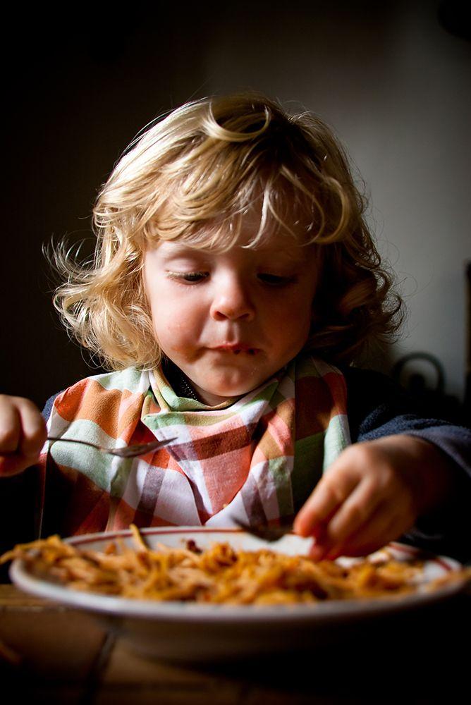 Mijn dochter was twee jaar toen haar oma zei: 'Er blijkt vast nog eens uit onderzoek dat peuters biologisch gezien geen groente nodig hebben'....