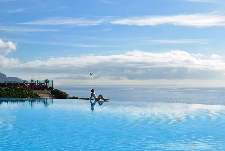 Piscinas exteriores aquecidas. A um passo da praia. Ou com vista para a montanha. Estas são as melhores piscinas do país, perfeitas para uma escapadinha!