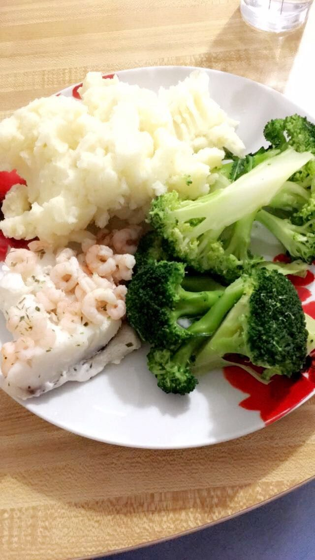 Syn free dinner, garlic mash potato, haddock fillet, prawns in lemon juice with lots of broccoli for speed! #SlimmingWorld #SynFree