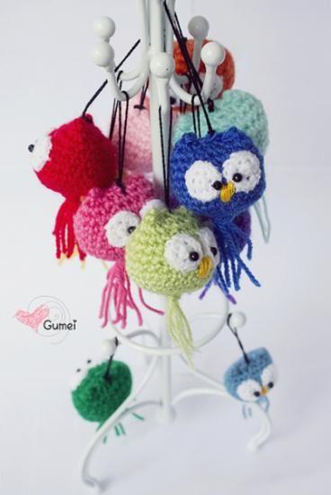 llavero búho amigurumi  lana,relleno hilo,cuentas negras crochet