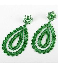 Boheemse look groen hangend oorbellen met bloemen design en vlinder slotje.