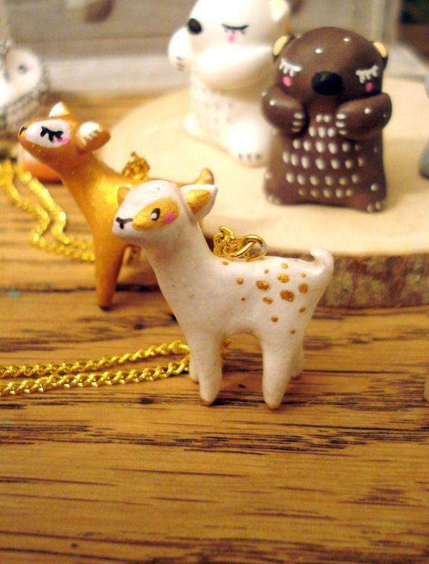 """Sautoir Totem """"Ma Bichette blanche"""" oMamaWolf porcelaine froide longue chaîne dorée : Collier par omamawolf"""