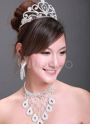 Great Luxurious Alloy Rhinestone Wedding Bridal Jewelry Set only at $28.50  http://www.bboescape.com/products/85/jewelry