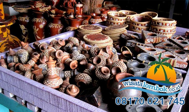 Desa Banyumulek memiliki ciri khas yaitu kerajinan tangan, kerajinan tangan yang di buat desa banyumulek sangat bagus dan unik sangat cocok untuk hiasan, info lebih lanjut kunjungi website kami di http://www.wisatalombok.co.id