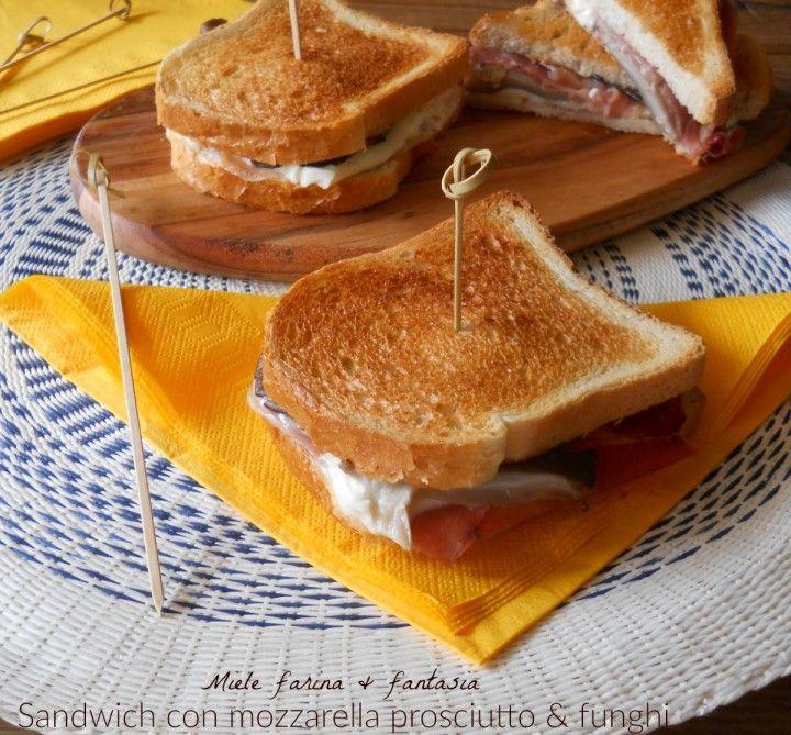 sandwich al prosciutto funghi e mozzarella