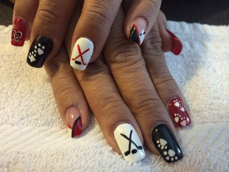 Grand Blanc hockey nail art