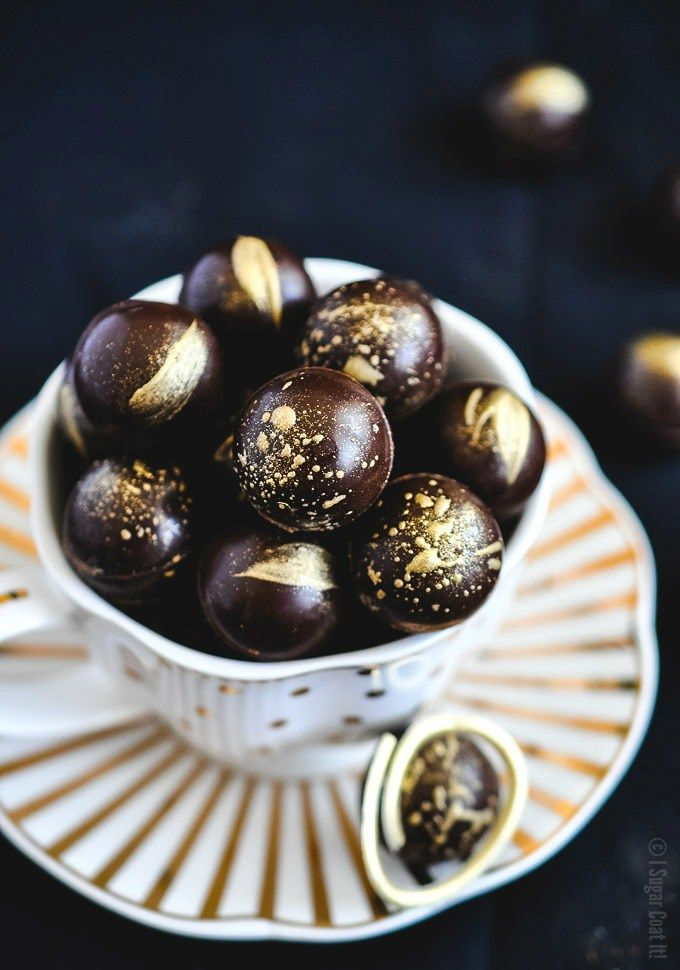 These Baileys Salted Caramel Dark Chocolate Truffles are melt-in-your-mouth magical with a thin dark chocolate shell filled with a creamy Baileys Salted Caramel Irish Cream truffle filling. | I Sugar Coat It