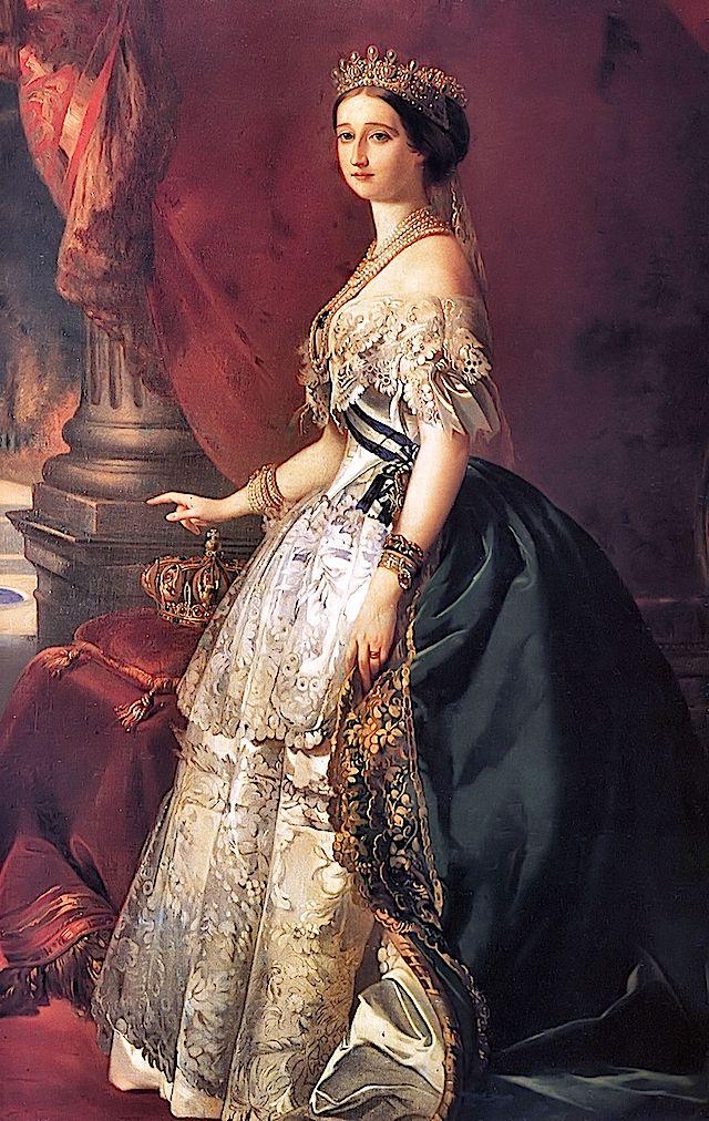 Imperatriz Eugênia: Conta-se que Eugênia era possuidora de uma beleza extraordinária, e que seus cabelos muito longos eram de um castanho incomum, conhecido como castanho-ticiano. Em 1853, a imperatriz surpreende a todos casando-se de branco com Napoleão III, numa época em que o vestido de noiva azul era tradicionalmente simbolo de pureza. Inovou também com a invenção da crinolina (armação de metal para as saias).