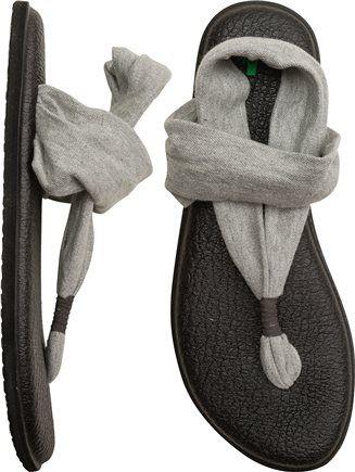 Sanuk yoga shoe- these look so comfortable