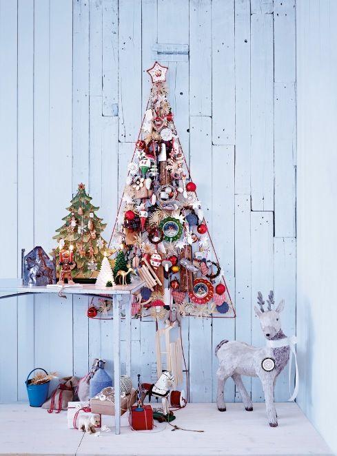 Podpowiadamy, jak udekorować choinkę 2013, aby nasze święta były wyjątkowe. Ale choinka, to nie zawsze żywe, zielone drzewko. Czasem choinka jest po prostu symboliczna i bardzo oryginalna. Prawdziwa choinka pojawia się zazwyczaj jako ostatnia dekoracja w domu, tuż przed świętami, symboliczną, możemy cieszyć się już w pierwszych dniach grudnia. A najlepsze jest to, że jedna drugiej nie przeszkadza. Zobacz nasze pomysły jak udekorować choinkę w 2013 roku.