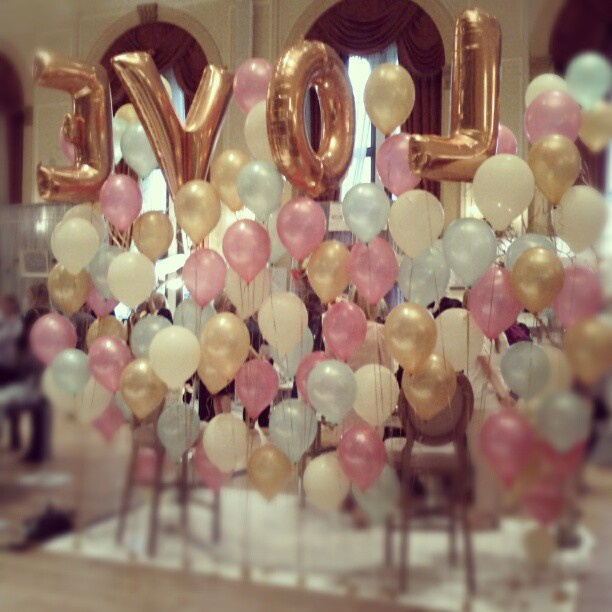 Gold letter balloons and the 39 wall 39 of balloons balloons for Balloon decoration on wall