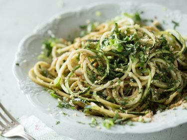 9 schnelle und gesunde Zucchini-Spaghetti-Rezepte