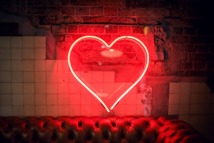 Big Red Neon Heart : in all it's glory at the Brisbane Trans Hotel. As featured on Burnett's Boards.