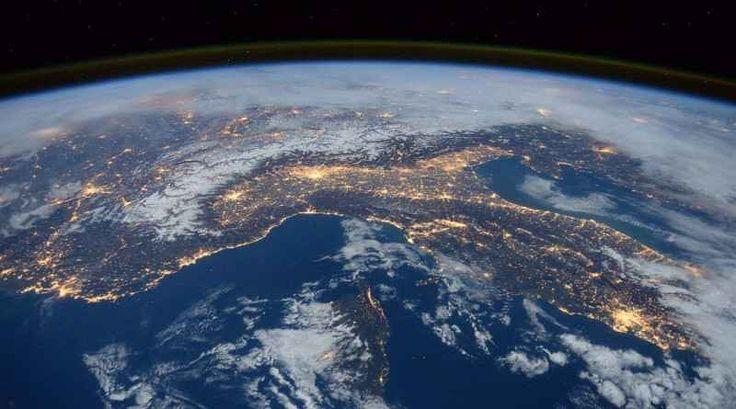 Ecco gli 10 fatti interessanti sull pianeta terra Non bisogna necessariamente essere amanti della Natura per sapere che il nostro pianeta è un sistema perfetto, ricco di attrazioni e caratteristiche a dir poco sorprendenti! Tanto è già noto, ma tan #curiosita #pianeta #terra