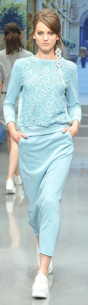 Yuki Torii RTW Spring/Summer 2015 может не цвет но ведь как удобно. Хотя может и перебор со спортивностью.
