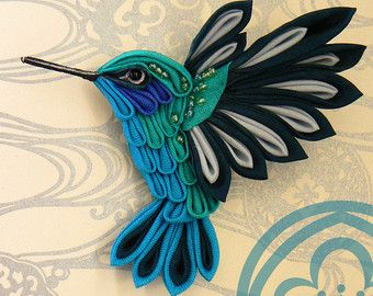This is a fabric brooch shaped like a green violetear hummingbird. This little birds are a real miracle of nature but even a gorgeous example of