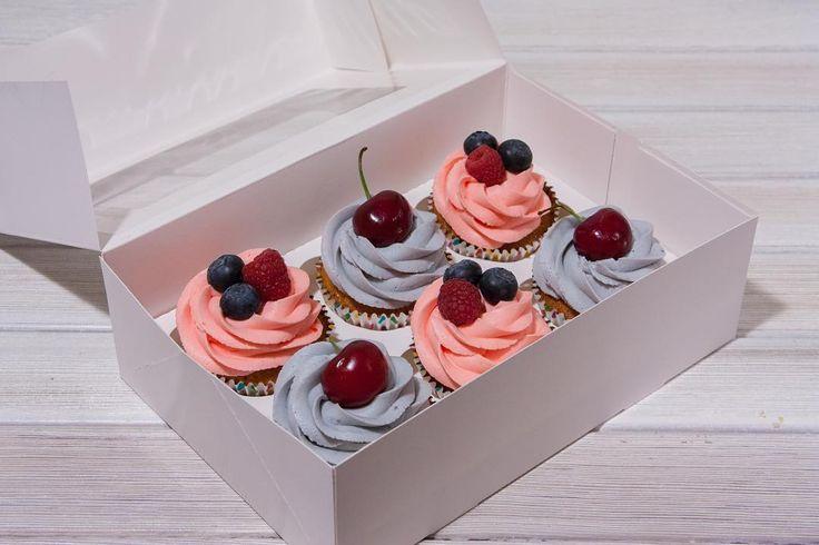 Vanilkové cupcakes s karamelem a jemným krémem. Pokud máte zájem na ochutnání stačí jen zavolat.  Ванильные капкейки с карамелью и нежным кремом. Иногда можно и себя побаловать.  #cupcake #cupcakespodebrady #cupcakes #handmade #maliny #boruvky #maffin #krem #dezert #sweetcakes #czech #czechrepublic #podebrady #praha  #jidlo #food #homemade #cakestagram