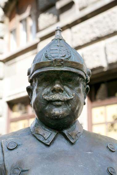 Békebeli rendőr  - by: András Illyés Hungary-  Budapest