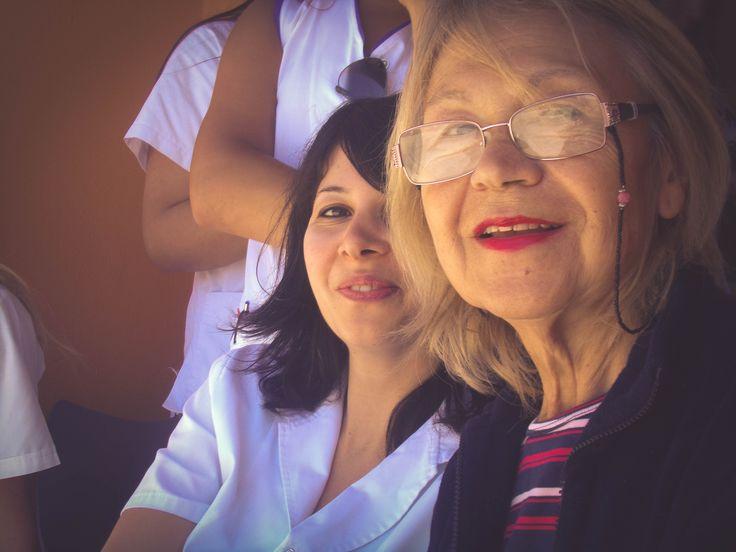 """Dr. Melisa Primante y Sarita. Centro de Día de Salud Mental Alicia """"Tita"""" Brivio. Cierre de año con la muestra de las actividades y talleres, con la presencia de los pacientes, familiares, profesionales y autoridades municipales."""