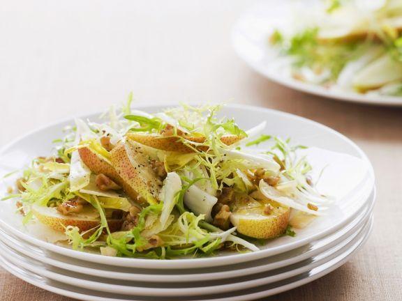 Herbstlicher Salat von Endivien und Birnen ist ein Rezept mit frischen Zutaten aus der Kategorie Obstsalat. Probieren Sie dieses und weitere Rezepte von EAT SMARTER!