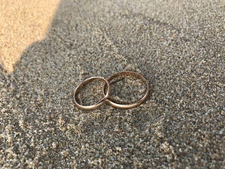 """Сегодня нашей семье ровно 3 года. 3 года назад мы с тобою моя любимая жена сказали """"ДА"""" мы согласились никогда друг друга не обижать, любить, оберегать и защищать. Я готов пройти всю жизнь рядом с тобою держа тебя за руку. С Праздником, люблю тебя моя крошка! #любовь #семья #брак #свадьба #3годавместе #мывместе #обручальныекольца #песок #отдых #болгария #несебр #бургас #старыйнесебр #южныйплаж #праздник #деньсемьи"""