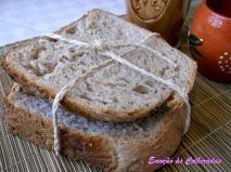 Pão rústico com sementes de papoula.
