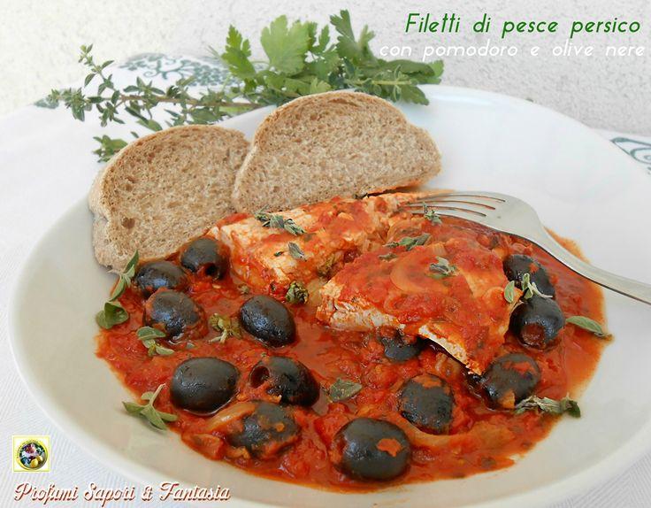 Filetti di pesce persico con pomodoro e olive nere