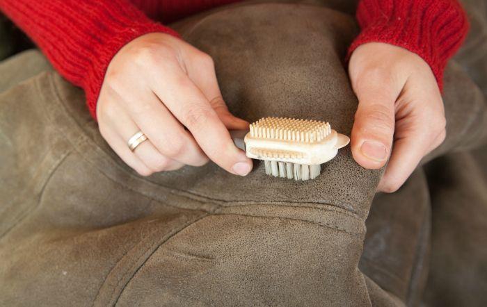 Зима— сезон теплых дублёнок, шуб и пуховиков. К сожалению, за 3, а то и 4 холодных месяца постоянной носки одежда пачкается, засаливается, на ней образуются пятна…  Никто не застрахован от неприятных …