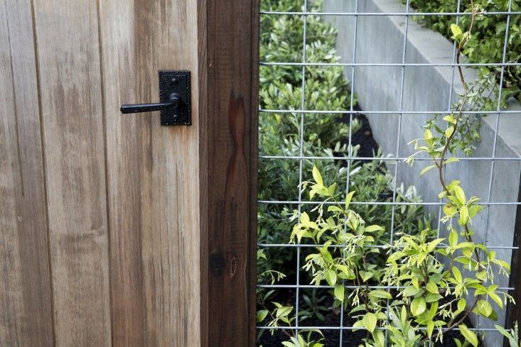 Fence design inspiration: garden gate and post join with welded wire panel