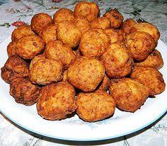 Reteta culinara Chiftelute de cartofi si cascaval din categoria Aperitive / Garnituri. Cum sa faci Chiftelute de cartofi si cascaval