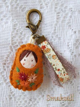 Gri-gri poupée russe Douceur d'Automne  : Autres bijoux par smaksall