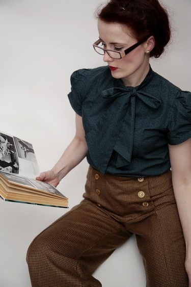 LoVe this 1940's inspired pants outfit.  Hello Casual Friday.