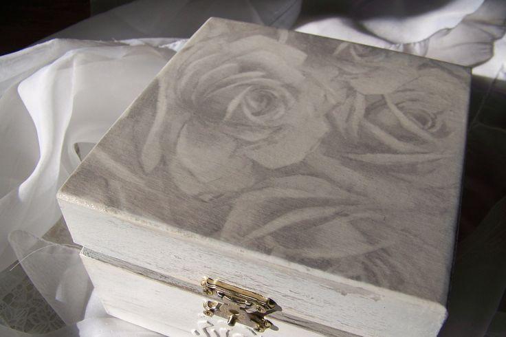 decoupage box, shabby shic sliver-white roses