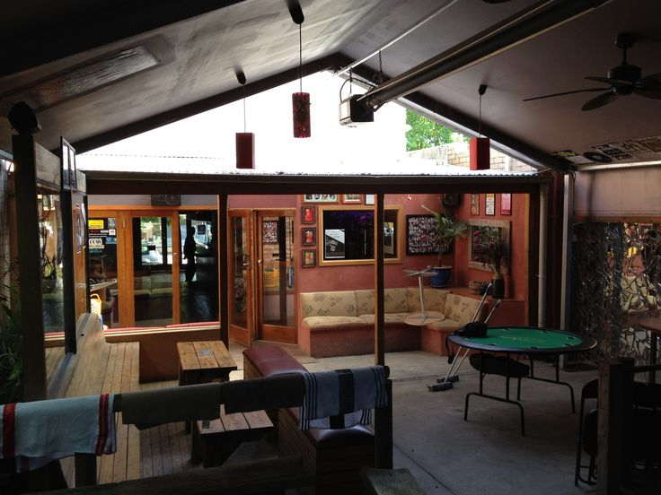 Grind & Groove - cool bar in main street of Healesville with an eclectic range of musicians featured throughout the year.
