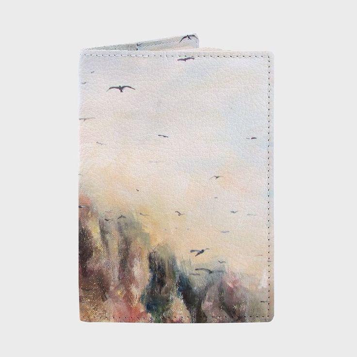 На Hipoco.com по слову Скандинавия можно поймать такую теплую живописную кожаную фактурную обложку для паспорта.  Кейсы с этим принтом также прекрасны Автор холста @tanja_nja. #hipoco #illustration #hipocopassportcover #passport#passportcover#passportholder#art#draw#painting#acrilic#oilpainting#паспорт#иллюстрация#рисунок#скандинавия#искусство#холст#акрил#птицы#природа hipoco.com