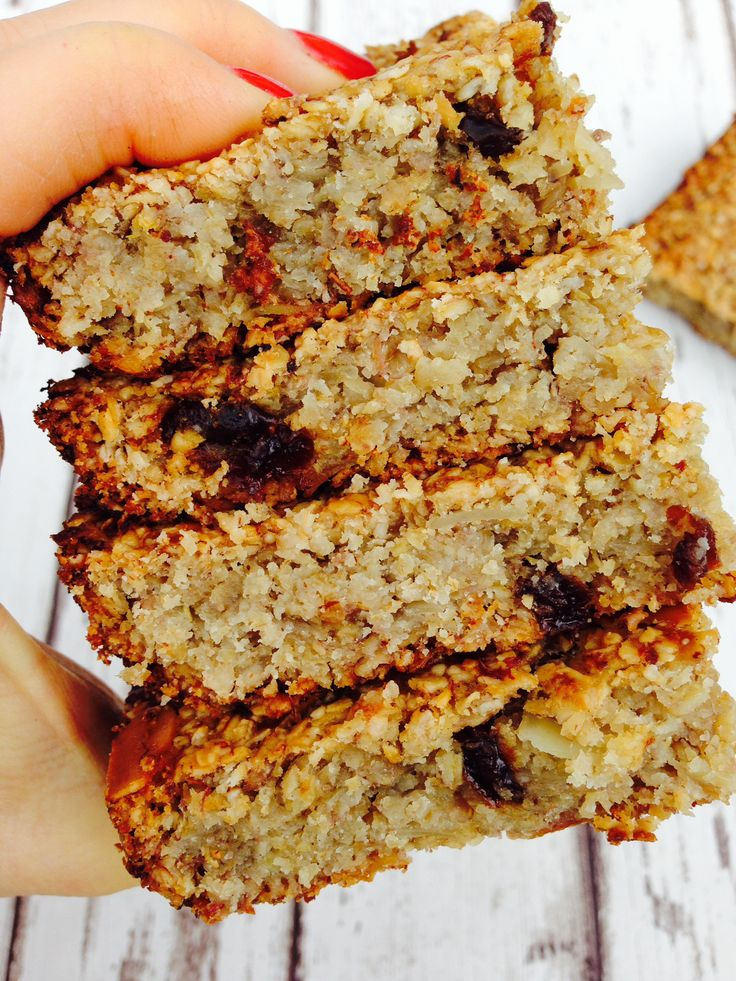Simple and clean flapjack, vegan, no refined sugars,no dairy, just pure deliciousness - Hedi Hearts