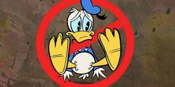 """En 1977, Finlandia prohibió las caricaturas, comics e imágenes de Pato Donald por que no usaba pantalones. El ayuntamiento de Helsinki catalogó la caricatura como """"una depravación moral"""". A la fecha lo niegan diciendo que fue una cuestión presupuestaria donde se recortaban los fondos públicos para el apoyo cultural de publicidad de películas.  También Malasia y Tailandia lo han querido censurar por lo mismo, e incluso algunos comics no se pueden vender en dichos países."""