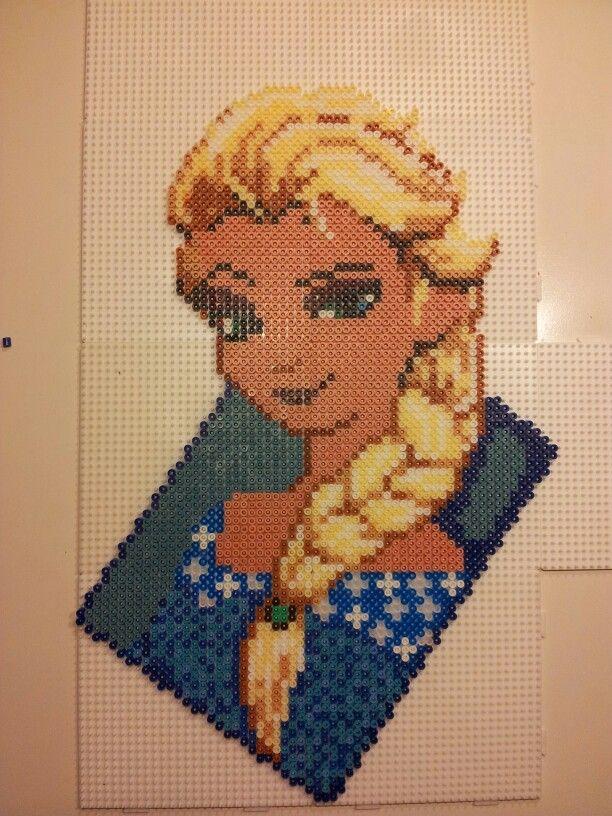 Elsa Frozen - Disney hama beads by Pia Petrea