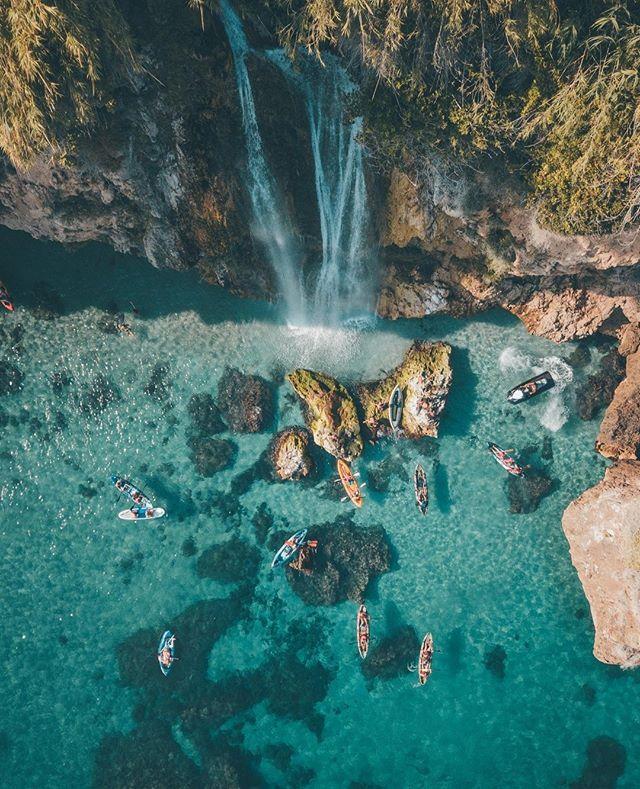 Kennt ihr Nerja? Das kleine Städtchen liegt 50 Kilometer östlich von Málaga an der Costa del Sol. Hier gibt es ein Höhlensystem namens Cueva de Ne…