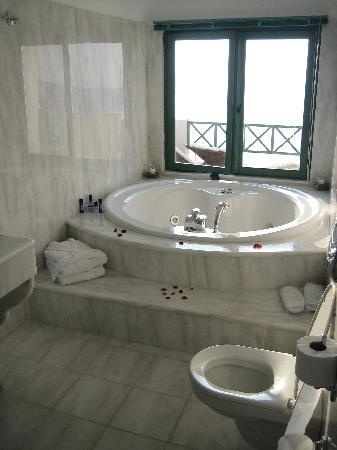 Awesome Anastasis Apartments: Honeymoon Suite Private Jacuzzi