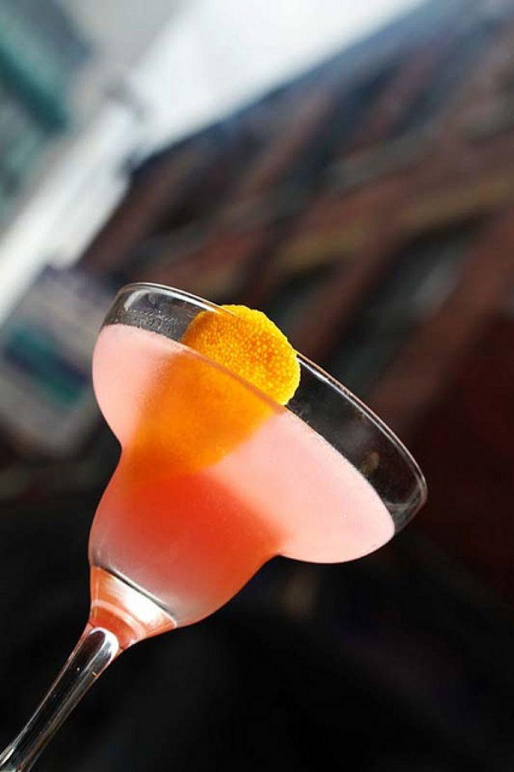 Margarita al pompelmo rosa. Cocktail con tequila, triple sec e maraschino