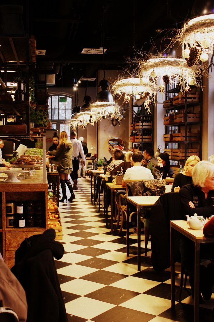 Świąteczne dekoracje w Le Targ Bistro & Bar przygotowała ekipa z Kwiaty i Miut - dziękujemy! <3 #christmas #decorations #winter #new #look #design #interior #poznan #restaurant #eating #eatout #amazing #delicious #yummy #visitus