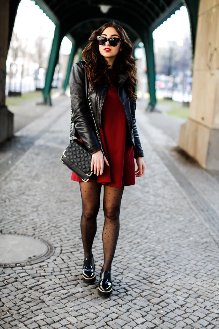 Zara Mini Dress zara red mini dress minikleid 70ies 70er rot schwarz biker jacket bikerjacke tights gepunktete strumpfhose falke classy preppy look berlin deutschland half bun curly hair quilted bag asos-5