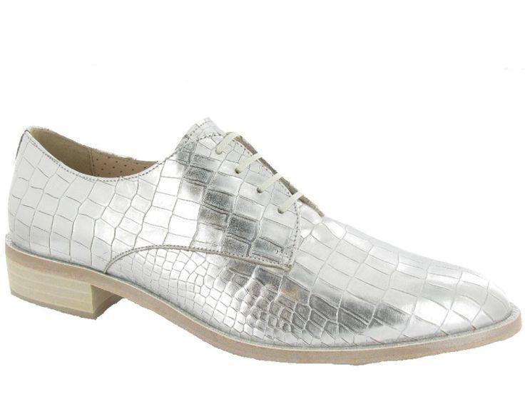 Zilveren veterschoentjes van Pertini. De trend van 2016! €179,95 #pertini #veterschoenen #zilver #trend