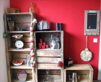 Caisses de pommes, comme elles sont super solides, elles permettent leur utilisation en meubles cuisine, meuble tv, bibliothèque...
