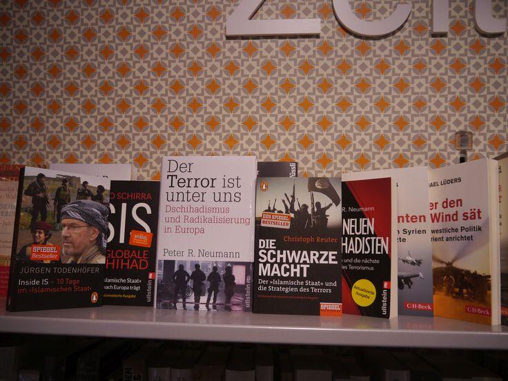Wer oder was ist ISIS? Was verbirgt sich hinter der Terrororganisation und was sind ihre Ziele? Wenn Sie sich für diese Fragen schon immer interessiert haben, können Ihnen die zahlreichen Bücher in unserem Sortiment Antworten liefern. Überzeugen Sie sich selbst!   #Terrorismus #ISIS #IS #Islamischer Staat #Buch #Bücher #Terrororganisation #Terror #Anschläge #Warum #Weshalb #Wieso #Burgwedel #Isernhagen #Langenhagen #Hannover #Bothfeld