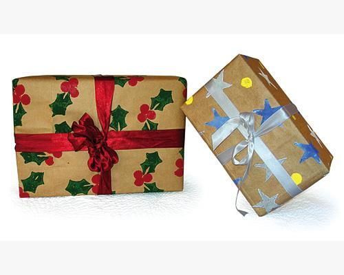 From now on everyone will receive gifts wrapped in homemade paper... Better for the environment!