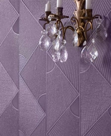 Trapeze: Plum wallpaper from www.grahambrown.com. This feels very royal to me and has a lovely vintage feel to it that calls for a combination of lacquer furniture, clear glass and very plush chairs.